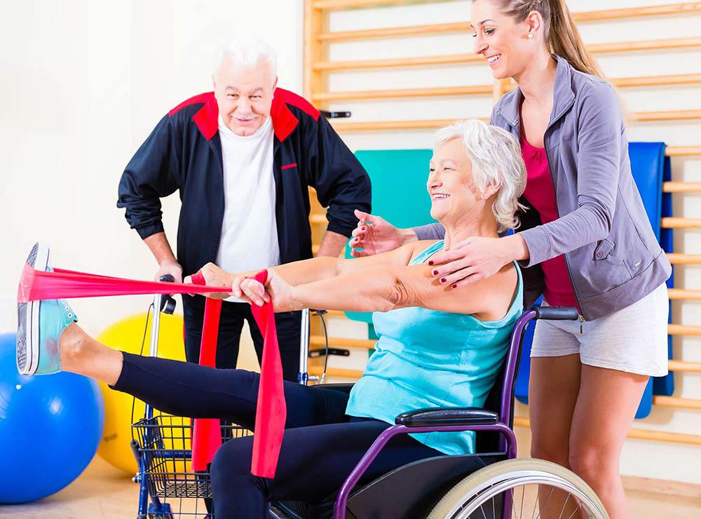 Rehabilitación con bandas elásticas en personas mayores