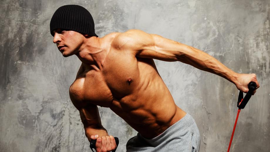 Realizando ejercicio con gomas elásticas