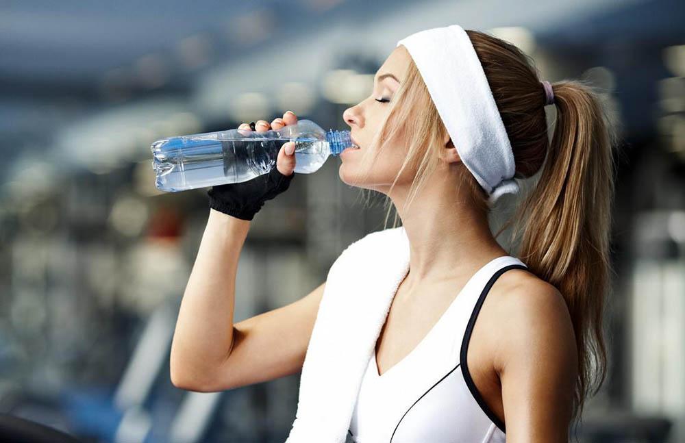 Hidratarse haciendo deporte